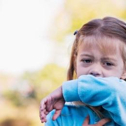 Sfaturi pentru părinţi, bune pentru cei mici. Educaţi-vă copiii să se ferească de răceală