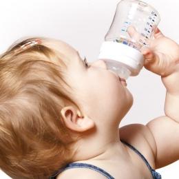 O nutriţie sănătoasă începe cu alăptarea copilului