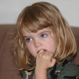 Dezvăţaţi copiii de rosul unghiilor! Acest obicei nu este benefic