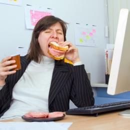 Veganismul nu este egal cu sănătatea, dar oamenii trebuie învăţaţi să nu mai mănânce parizer