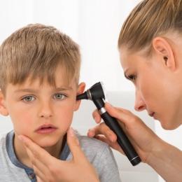 """Avertisment de la specialişti. Nu trataţi otita copiilor, """"după ureche"""""""