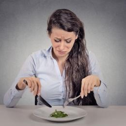 Ce este anorexia şi cum o recunoaştem la adolescente?
