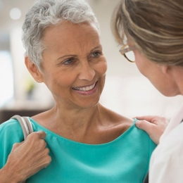 Mastectomia preventivă, în urma testării genetice, soluţia care salvează vieţi