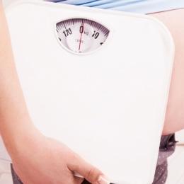 Riscurile obezităţii în sarcină. Controlul greutăţii, un plus pentru mamă şi copil