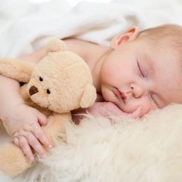 Cum se îngrijesc corect ochii nou-născutului