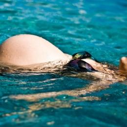 Înotul şi mersul pe jos, sporturi perfecte pentru femeile însărcinate