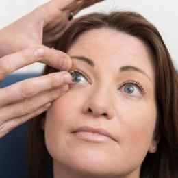 Igienă impecabilă, atunci când folosiţi lentilele de contact