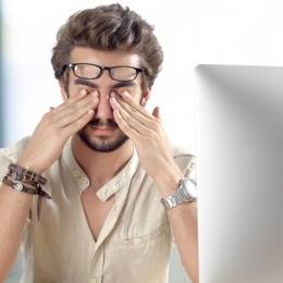 Lentilele împotriva radiaţiei albastre apără ochii de afecţiuni grave