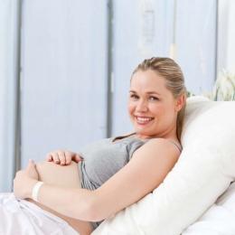 Lichidul amniotic este vital într-o sarcină. Ce funcții îndeplinește