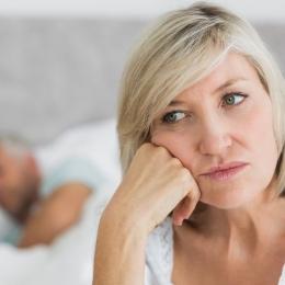Menopauza apare după o absenţă îndelungată a menstruaţiei