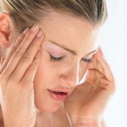 Migrena oculară. Ce trebuie să faceţi dacă vedeţi pete negre şi flash-uri luminoase
