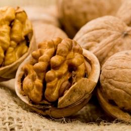 Consumul de nuci scade colesterolul