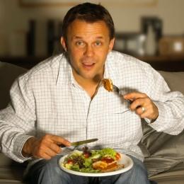Nu mai mâncaţi pe fugă! Evitaţi obezitatea!
