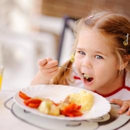 Alimentaţia nesănătoasă şi sedentarismul duc la obezitate