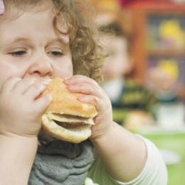 Ai grijă de greutatea copilului tău! Obezitatea duce la afecţiuni grave