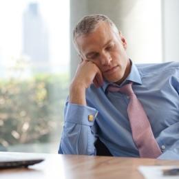 Din ce cauză apar anxietatea şi oboseala la locul de muncă