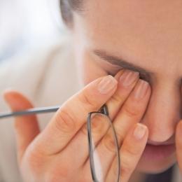 Care sunt simptomele care ar trebuie să te trimită la oftalmolog