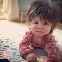Cum poate arăta părul bebeluşului comparativ cu cel al părinţilor