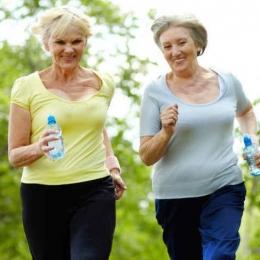 Preveniţi pierderea densităţii osoase prin alimentaţie şi mişcare!