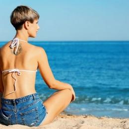 Feriți-vă de soare! Razele solare vă pot afecta puternic pielea