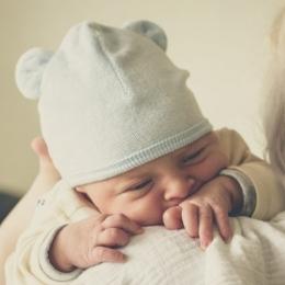 Nu confundaţi regurgitarea cu vărsăturile bebeluşului