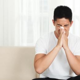Rinita alergică se manifestă precum o banală răceală