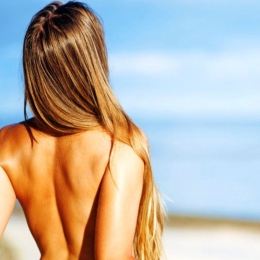 Riscuri uriaşe pentru femeile care se bronzează fără sutien