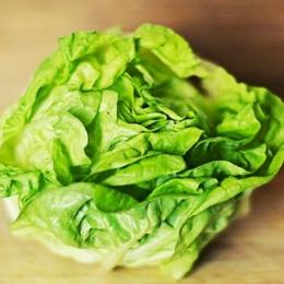 Salata verde ajută la controlul ritmului cardiac și al tensiunii arteriale