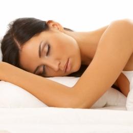 Somnul, metodă eficientă de a pierde kilogramele în plus