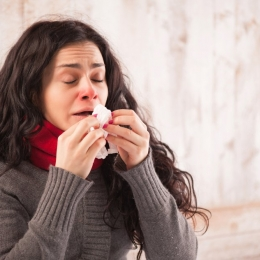Răceli, alergii, mirosuri puternice. Din ce cauză apare strănutul
