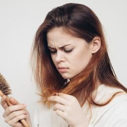 Stres sau probleme medicale? De ce ne pierdem părul