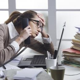 Stresul de la locul de muncă, la fel de nociv ca fumatul pasiv