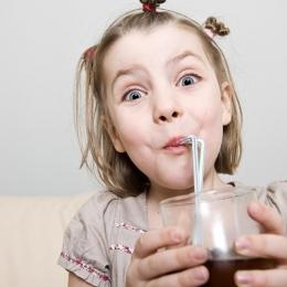 Cât de nocive pentru copii sunt sucurile îndulcite artificial