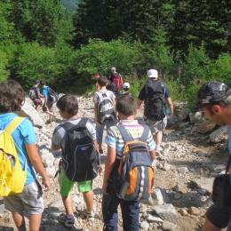 Vacanţă la munte pentru copiii infectaţi şi afectaţi de HIV