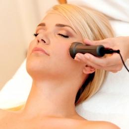 Tratamentul cu microace, sigur şi eficient pentru întinerirea pielii