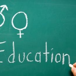 Băieţii îşi încep viaţa sexuală la 14 ani, fetele la 16, şi au cel puţin 4 parteneri pe an