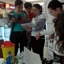 Adolescenţii constănţeni şi-au testat glicemia la centrul comercial Maritimo