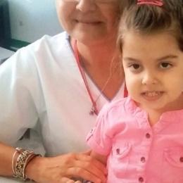 Diagnosticată cu o boală rară, o fetiţă trăieşte doar cu o formulă specială de lapte