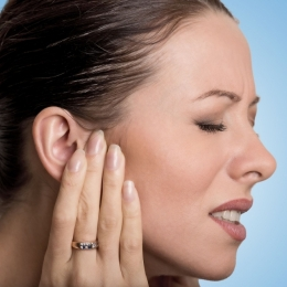 Care sunt cauzele care duc la ţiuitul urechilor