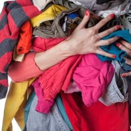 Vrei să prelungeşti viaţa hainelor preferate? Evită următoarele greşeli