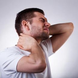 Cum se tratează durerea cauzată de torticolis