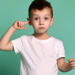 Nu ignoraţi durerile de urechi ale copilului!