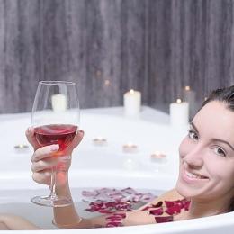 Vinul roşu pătează dinţii. Cum se poate consuma, fără să afecteze dantura