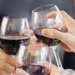Descoperiţi beneficiile vinului roşu!