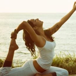 Beneficiile terapeutice ale practicii Yoga