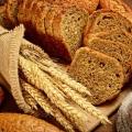 Intoleranţa la gluten debutează cu diaree şi pierdere în greutate